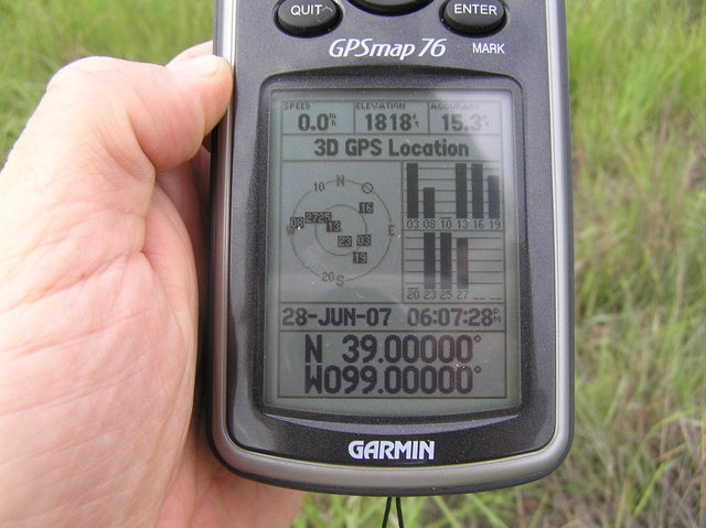 GPS reading at the confluence site:  No problem zeroing out the unit in these wide open spaces.