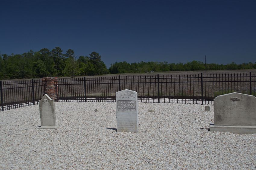 A small family cemetery, about 1/4 mile north of the confluence point